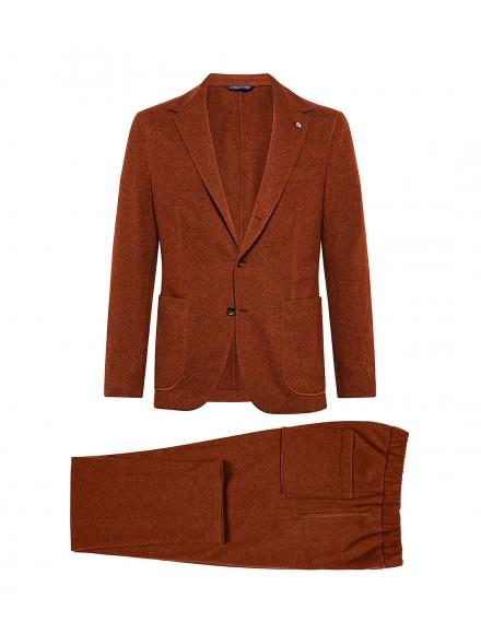 Brick-colored jersey suit...